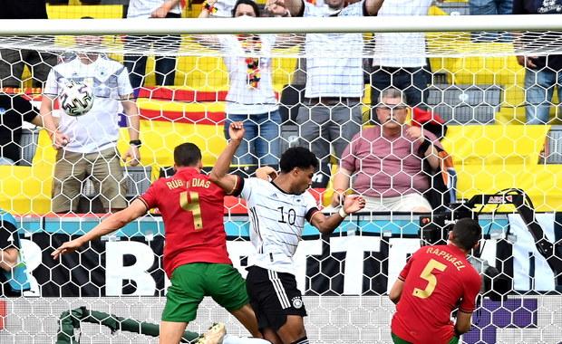 Dwa samobóje w jednym meczu w ciągu kilku minut. Portugalczycy są pierwszymi w historii Euro