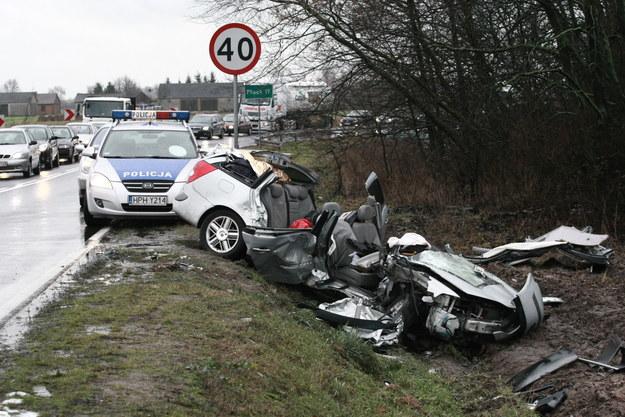 Dwa samochody osobowe zderzyły się na drodze krajowej Nr. 60 w miejscowości Bielsk (woj. mazowieckie). W zderzeniu rannych zostało 8 osób, w tym czworo dzieci /Marcin Bednarski /PAP