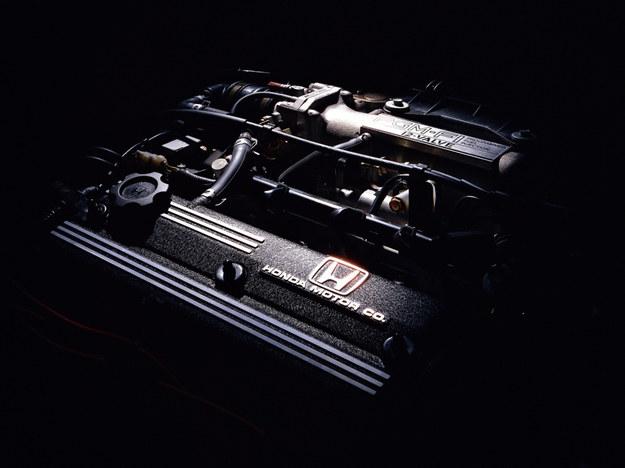Dwa wałki wyważające znacznie eliminują szkodliwe drgania silnika. /Motor