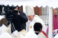 Dwaj papieże na kanonizacji Jana Pawła II