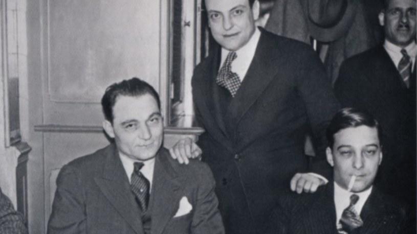 Dwaj siedzący mężczyźni to Paul Carbone i François Spirito - przywódcy korsykańskiego gangu /materiały prasowe