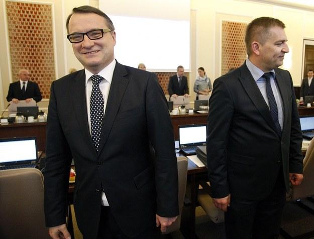 Dwaj żartownisie: Marek Biernacki (z lewej) i Bartosz Arłukowicz (z prawej) /Adam Guz /Reporter