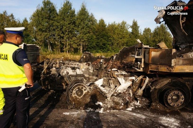 Dwie ciężarówki się spaliły, ale nikomu nic się nie stało /Policja