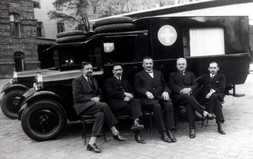 Dwie karetki Citroen hp. 6/25 zakupione w 1927 roku. /zdj. zbiory Muzeum Ratownictwa /materiały prasowe