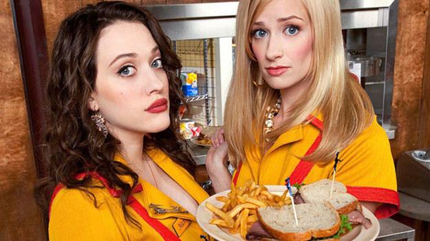 """""""Dwie spłukane dziewczyny"""": Max (Kat Dennings) i Caroline (Beth Behrs) /materiały prasowe"""