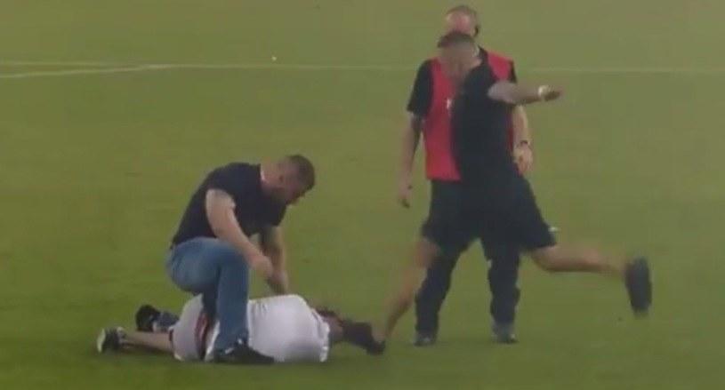 Dwóch mężczyzn katowało kibica na stadionie Legii /