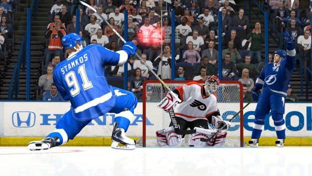 Dwóch na jednego to świetny duet hokejowy /Informacja prasowa