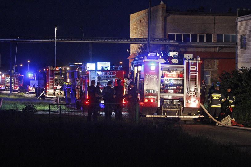 Dwóch strażaków zginęło w trakcie akcji gaszenia pożaru hurtowni sztucznych kwiatów w Białymstoku /Artur Reszko /PAP