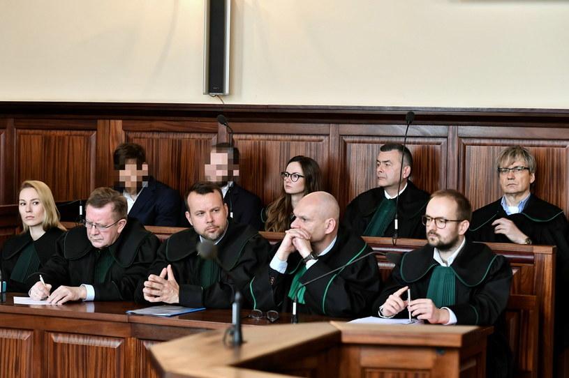 Dwóch z oskarżonych na sali Sądu Okręgowego we Wrocławiu podczas ogłoszenia wyroku / PAP/Maciej Kulczyński  /PAP