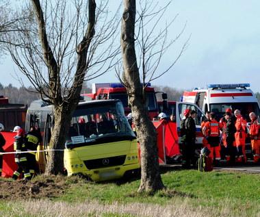 Dwoje uczniów nie żyje, kilkanaście jest rannych. Zarzuty ws. wypadku w Słowinie