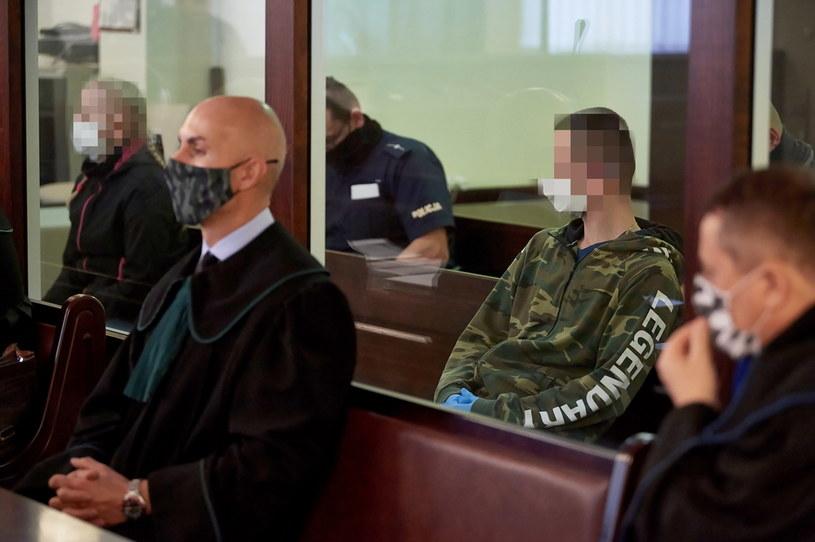 Dwoje z czwórki oskarżonych o uprowadzenie i dręczenie 18-latka / Adam Warżawa    /PAP
