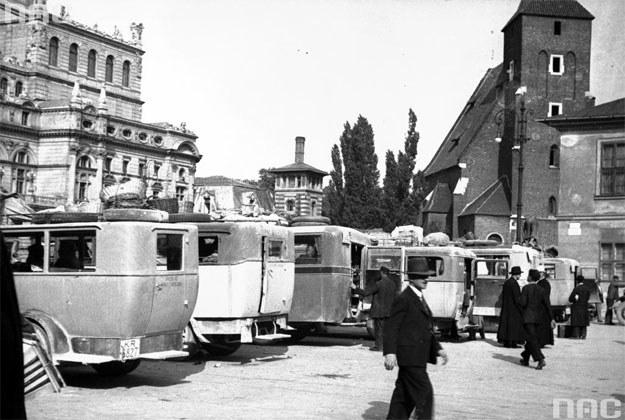 Dworzec autobusowy na placu Świętego Ducha w Krakowie /Z archiwum Narodowego Archiwum Cyfrowego