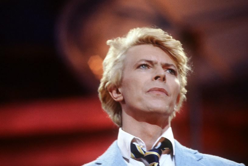 Dwukolorowe tęczówki to objaw choroby Davida Bowiego /AFP