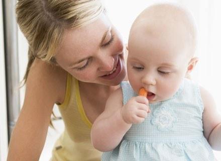 Dwulatek, który ma już cztery zęby trzonowe, bez trudu powinien poradzić sobie z marchewką /© Panthermedia