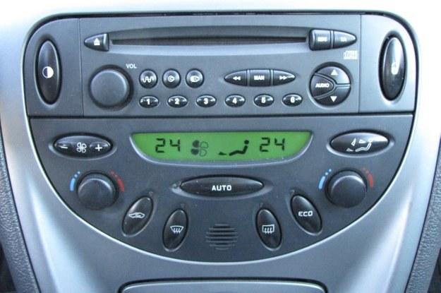 Dwustrefowa klimatyzacja to wyposażenie wersji SX /INTERIA.PL