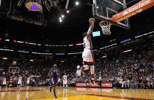 Dwyane Wade z Miami Heat w efektownej akcji /AFP