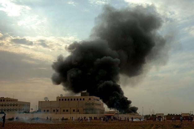 Dym nad ambasadą USA w Chartumie /AFP