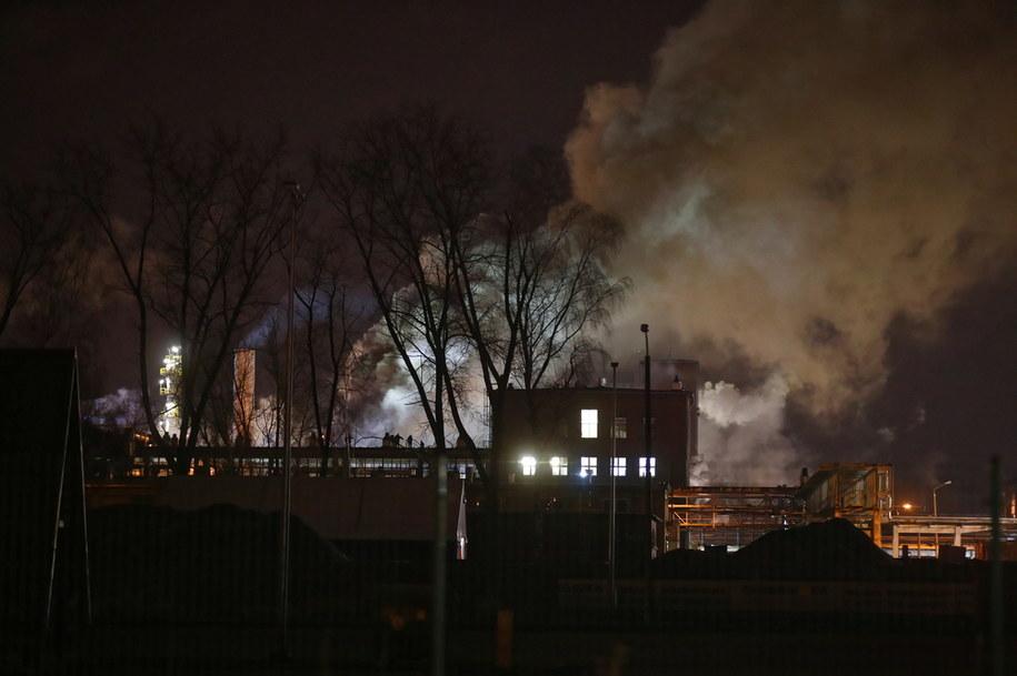Dym nad budynkami firmy chemicznej Synthos w Oświęcimiu //Łukasz Gągulski /PAP