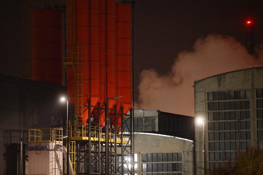 Dym nad budynkami firmy chemicznej Synthos w Oświęcimiu /Łukasz Gągulski /PAP