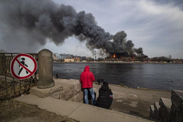 Dym nad Petersburgiem /ANATOLY MALTSEV  /PAP/EPA