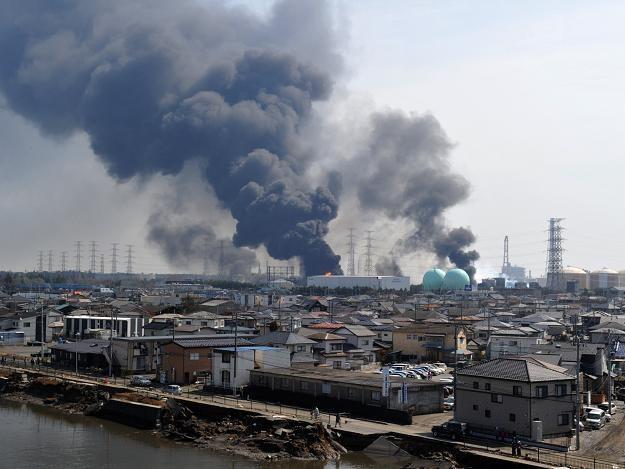 Dym nad portem w Tagajo, w prefekturze Miyagi /AFP