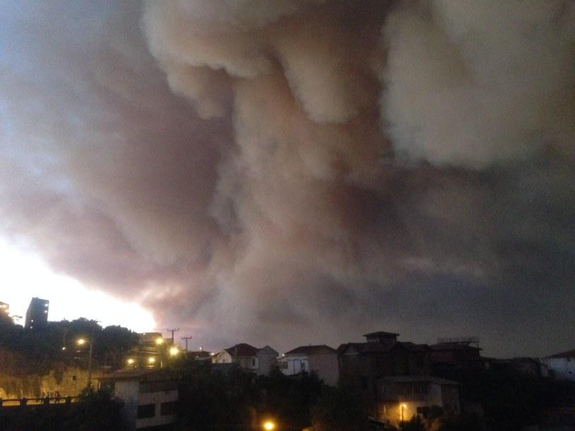 Dym nad Valparaiso /PAP/EPA