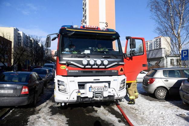 Dym odciął dorgę ewakuacji 12-letniej dziewczynce. Dwie osoby trafiły do szpitala /Jakub Kaczmarczyk /PAP