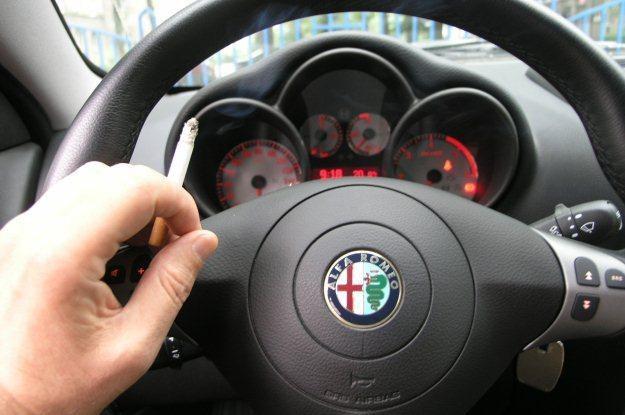 Dym w samochodzie jest szczególnie szkodliwy /INTERIA.PL