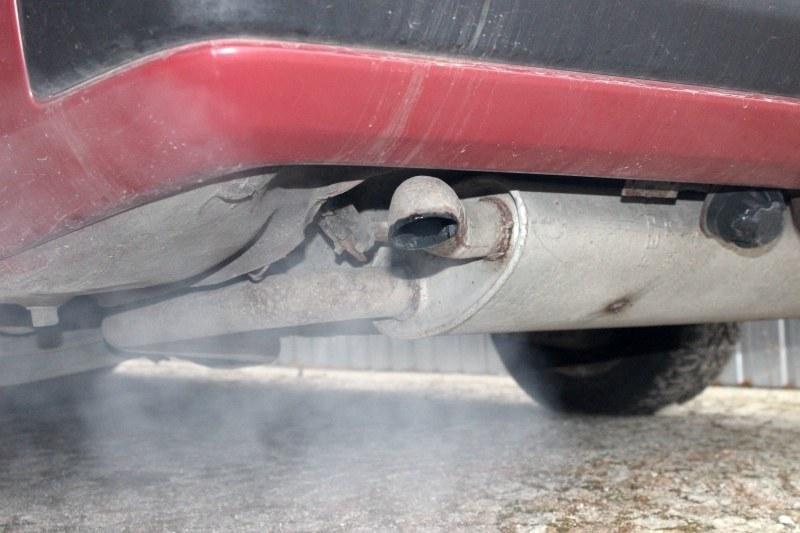 Dym z rury może zwiastować kłopoty. Ale nie musi /INTERIA.PL