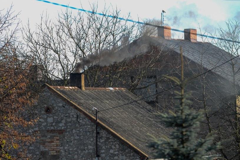 Dymiące kominy, zdjęcie ilustracyjne /Adam Staskiewicz/ /East News
