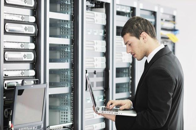 Dynamiczny rozwój branży teleinformatycznej idzie w parze z niesłabnącym popytem na specjalistów /123RF/PICSEL