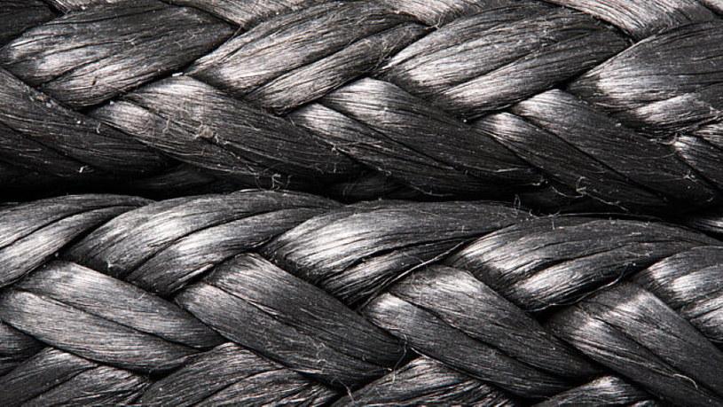 Dyneema - ten materiał to sekret wytrzymałości kurtki. Fot. Vollebak /materiały prasowe