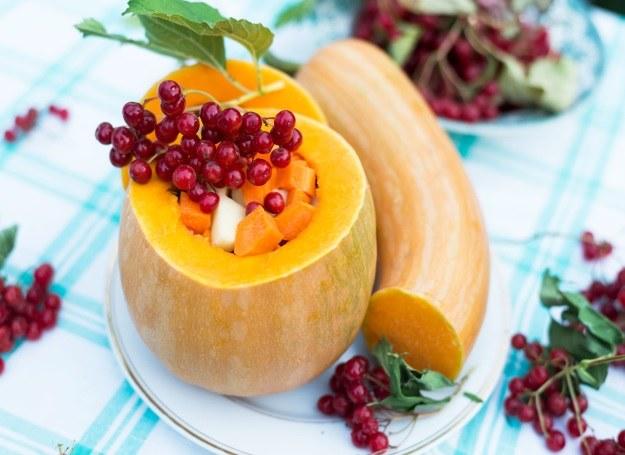 Dynię nadziewaj dowolnymi owocami i warzywami - zawsze smakuje świetnie! /123RF/PICSEL