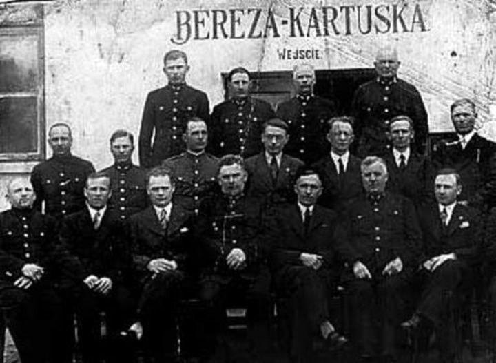 Dyrekcja i administracja obozu w Berezie Kartuskiej /INTERIA.PL/materiały prasowe
