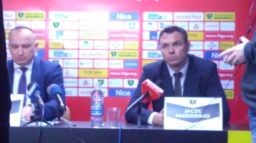 Dyrektor GKS-u  Tadeusz Bartnik i nowy trener Jacek Paszulewicz /Michał Zichlarz /INTERIA.PL
