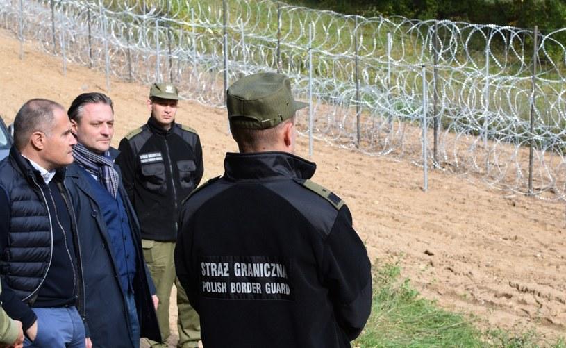Dyrektor wykonawczy Frontexu Fabrice Leggeri (z lewej) powiedział, że jest pod wrażeniem środków zastosowanych w celu ochrony polskiej granicy /MSWiA /