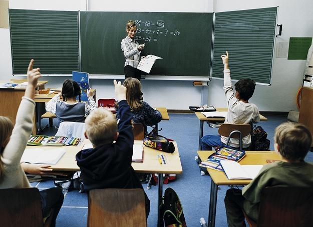 Dyrektorzy szkół będą się starali poszukiwać jak najmłodszych nauczycieli /© Bauer