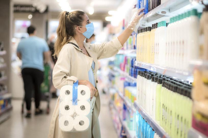 Dyskonty mają najtańszy papier toaletowy. Ale różnice w sklepach są naprawdę spore /©123RF/PICSEL