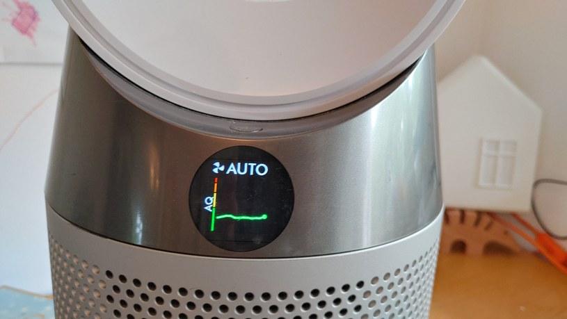 Dyson Pure Cool TP04 - wyświetlacz informujący o stanie powietrza i trybie (ma więcej niż jedną formę wizualizacji statystyk) /INTERIA.PL