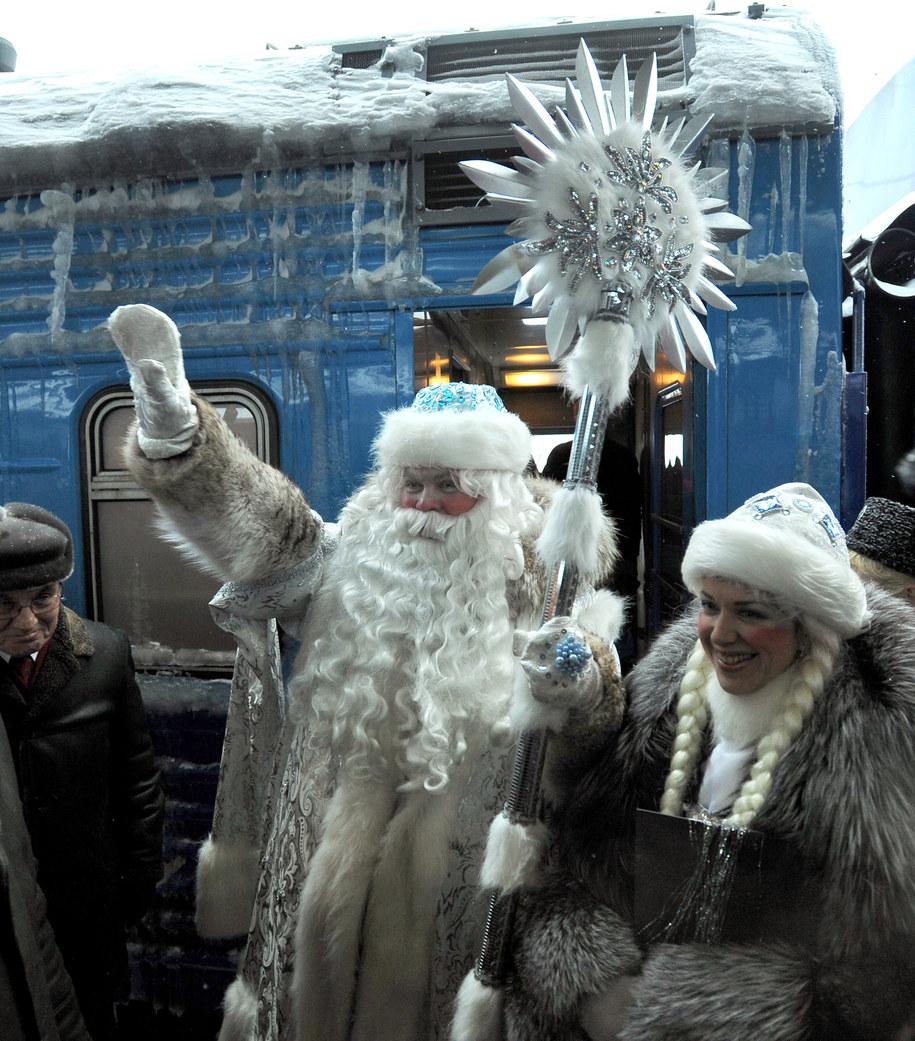 Dziadek Mróz i Śnieżynka /Ruslan Shamukov /PAP/EPA