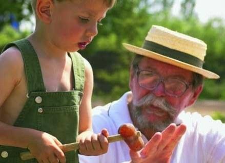Dziadek pełni bardzo ważną rolę w życiu malucha /INTERIA.PL