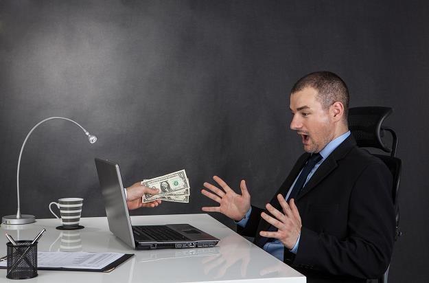 Działalność przedsiębiorców oferujących wymianę walut w internecie ma zostać uregulowana /©123RF/PICSEL
