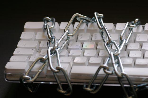 Działania hakerów mogą doprowadzić do upadku firmy. A także śmierci fot. Armin Hanisch /stock.xchng