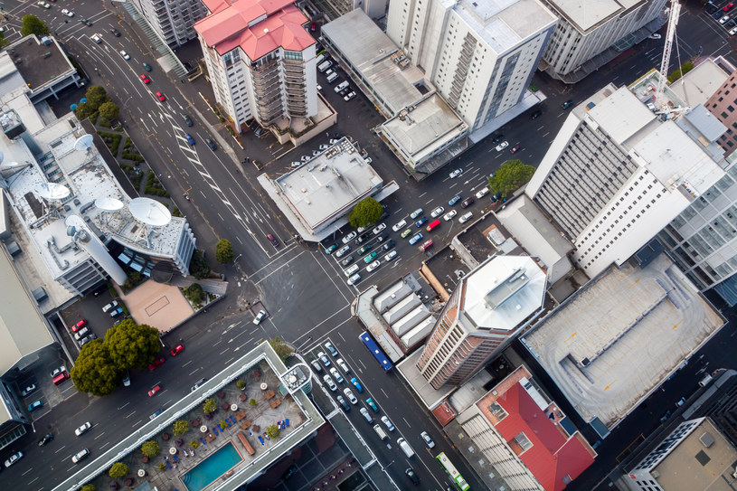 Działania na rzecz klimatu w miastach są niezbędne. N/z Auckland z lotu ptaka. /123RF/PICSEL