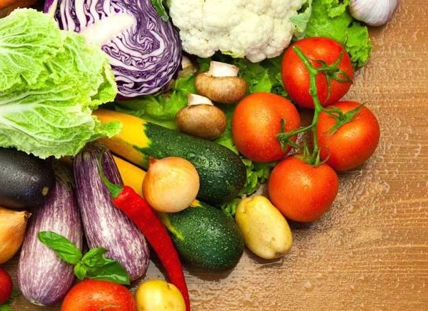 Działanie alkalizujące mają także świeże soki z warzyw i owoców /123RF/PICSEL