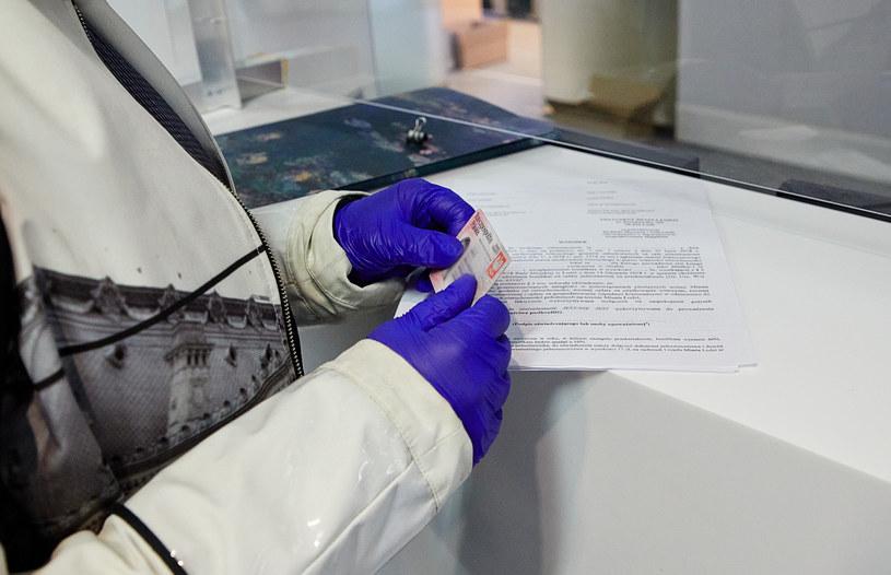 Działanie urzędów w czasie epidemii jest utrudnione, zdj. ilustracyjne /Julian Sojka /East News
