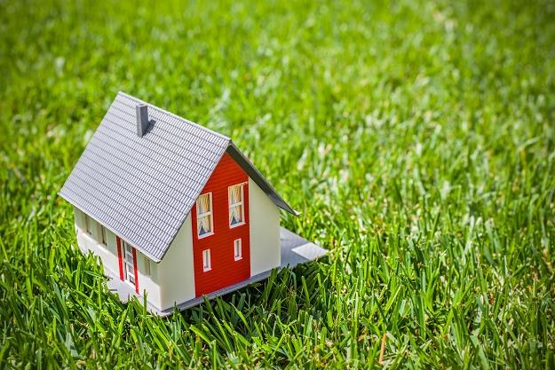 Działka rolna pod budowę domu - jak ją kupić według nowych przepisów? /©123RF/PICSEL