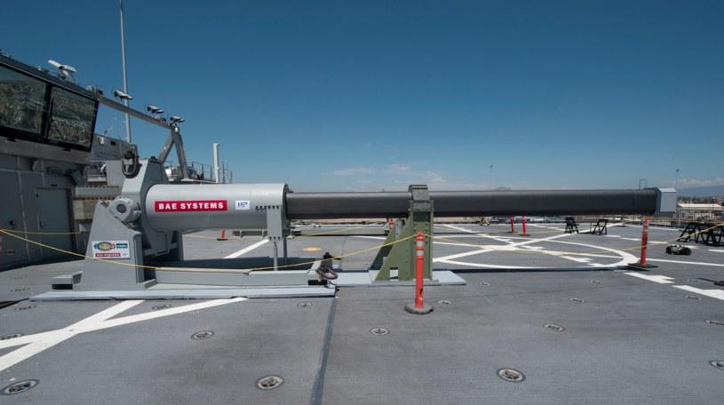 Działo elektromagnetyczne, testowane przez US Navy. Fot. US Navy /Defence24
