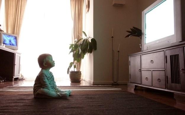 Dzieci bardzo wcześnie uzależniają się od telewizji / fot. M. Dylewska /Reporter