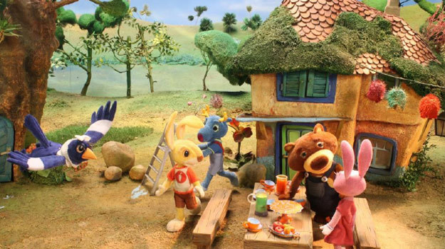 Dzieci będą mogły śledzić przygody Zajączka Parauszka od września. /materiały prasowe